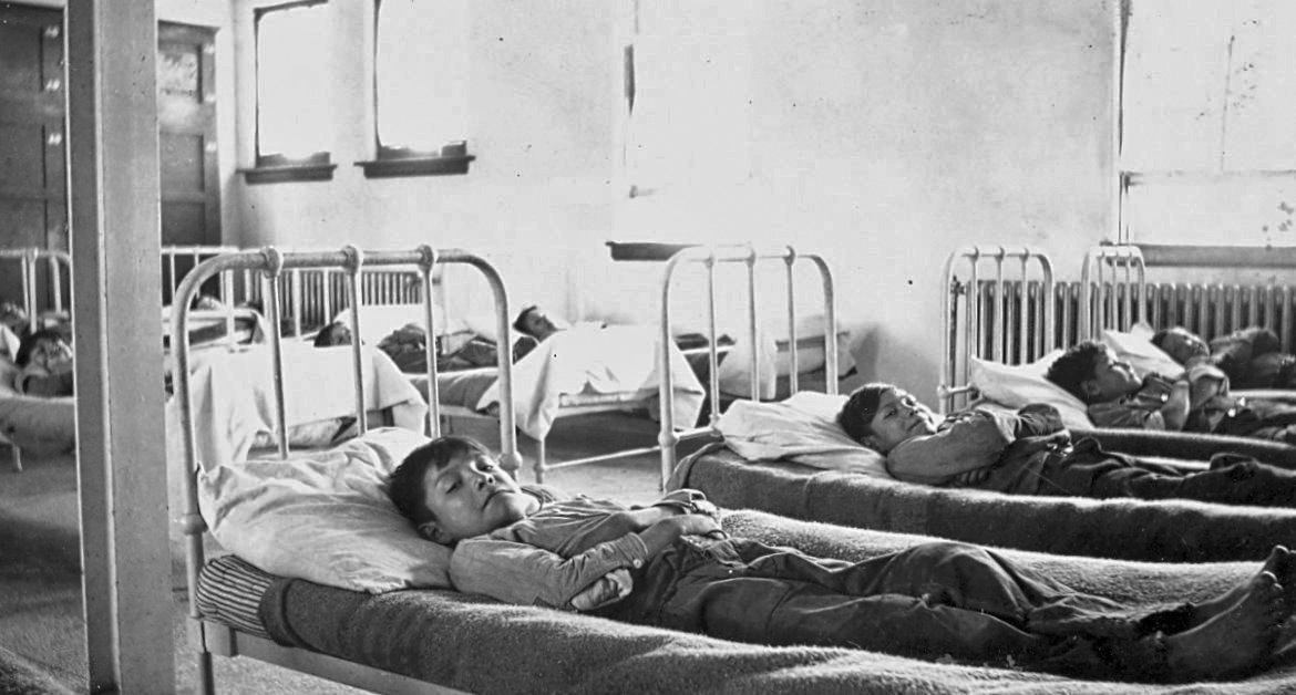 Old Sun's, Alberta, dormitory. Diseases such as tuberculosis could spread quickly in crowded dormitories. General Synod Archives, Anglican Church of Canada, P75-103-S7-167.